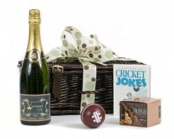 personalised-prosecco-cricket-lovers-hamper