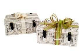 white-personnalised-champagne-gift-hamper